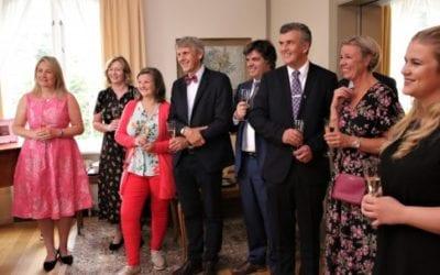 Hyggelig sommertreff med konsuler og prisutdeling
